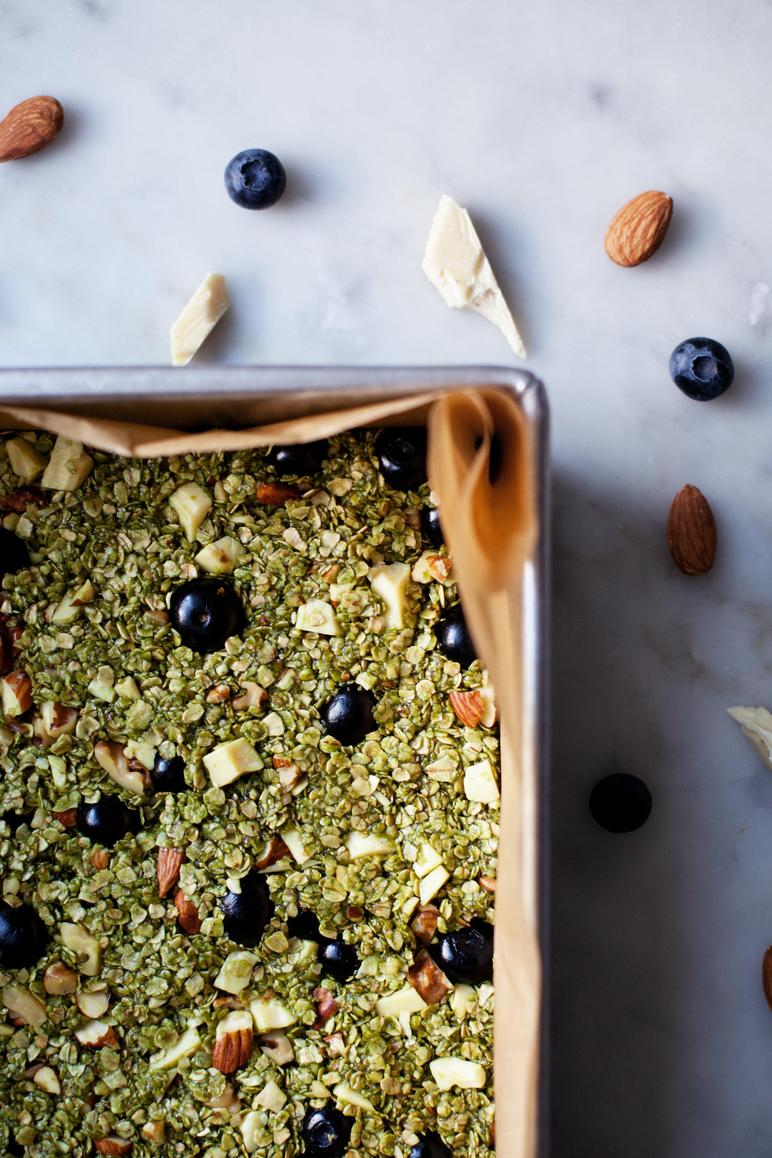 matcha & blueberry granola bars viiii.jpg