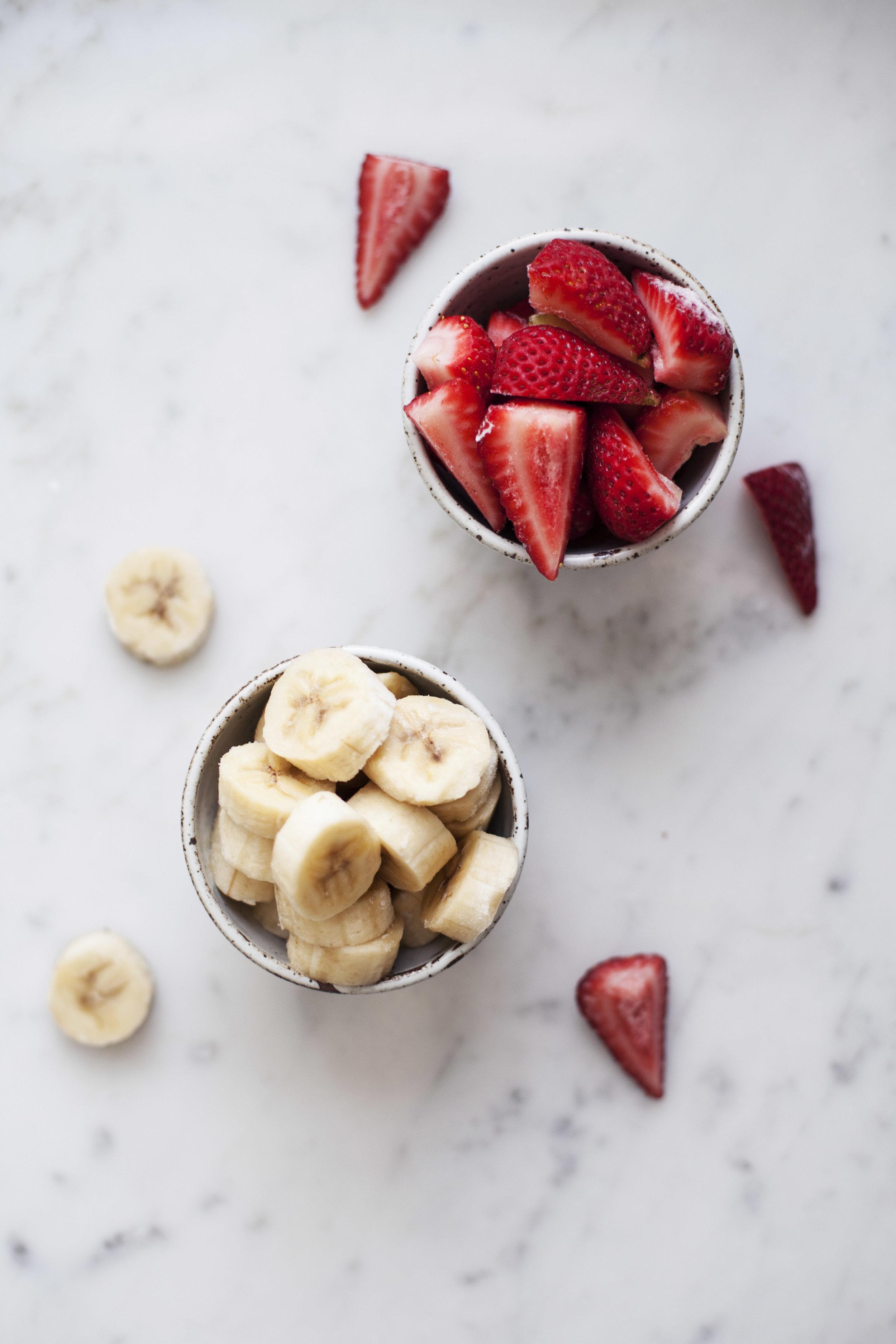 strawberry banana smoothie bowl i.jpg