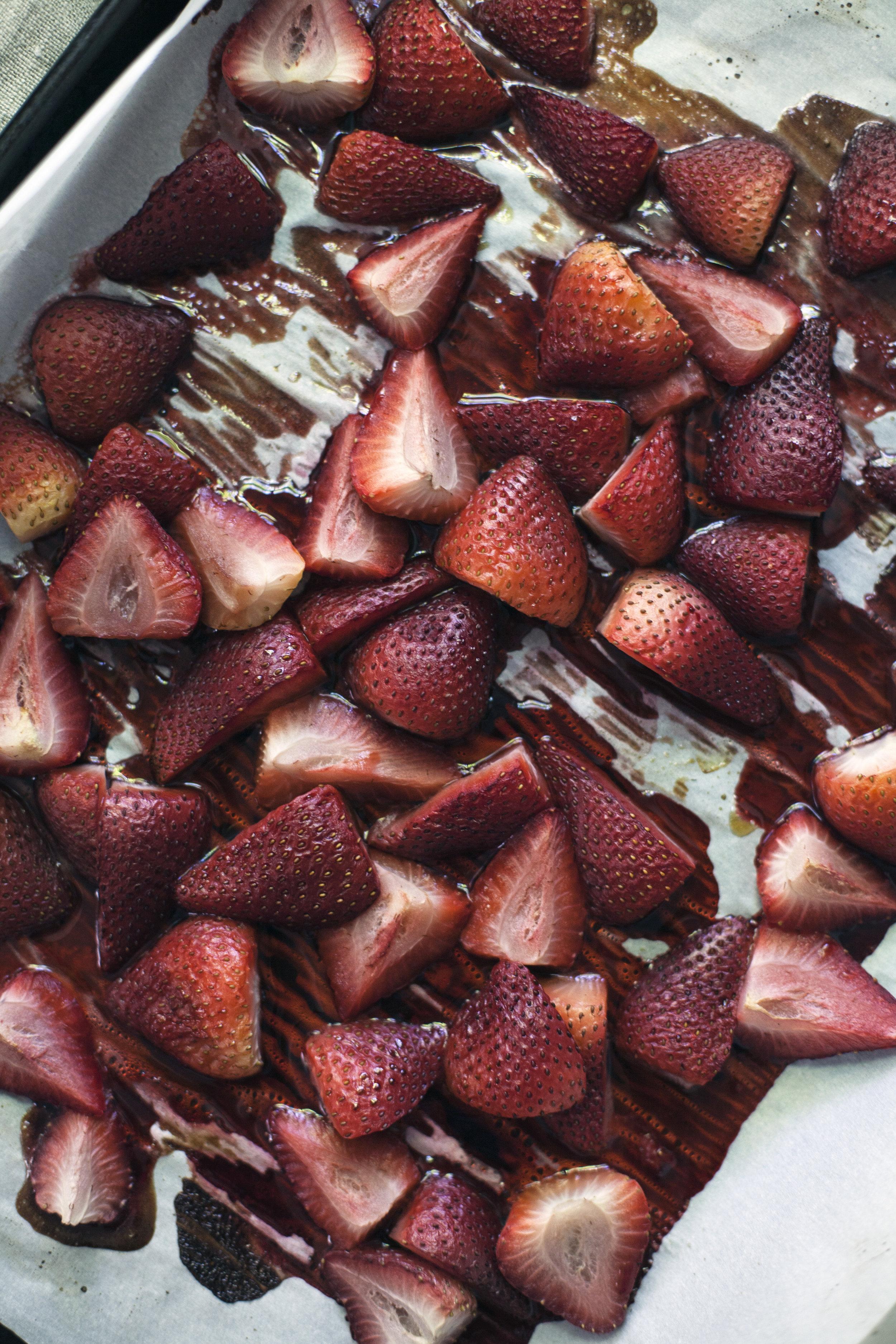 strawberry cream popsicles vi.jpg