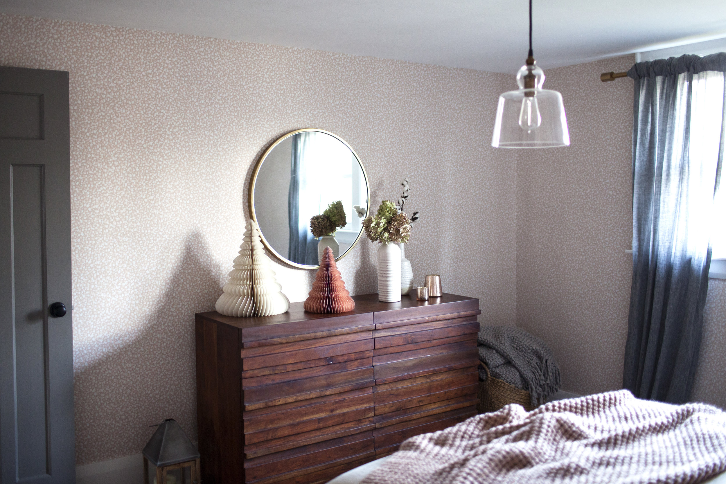 holiday guest room 3.jpg