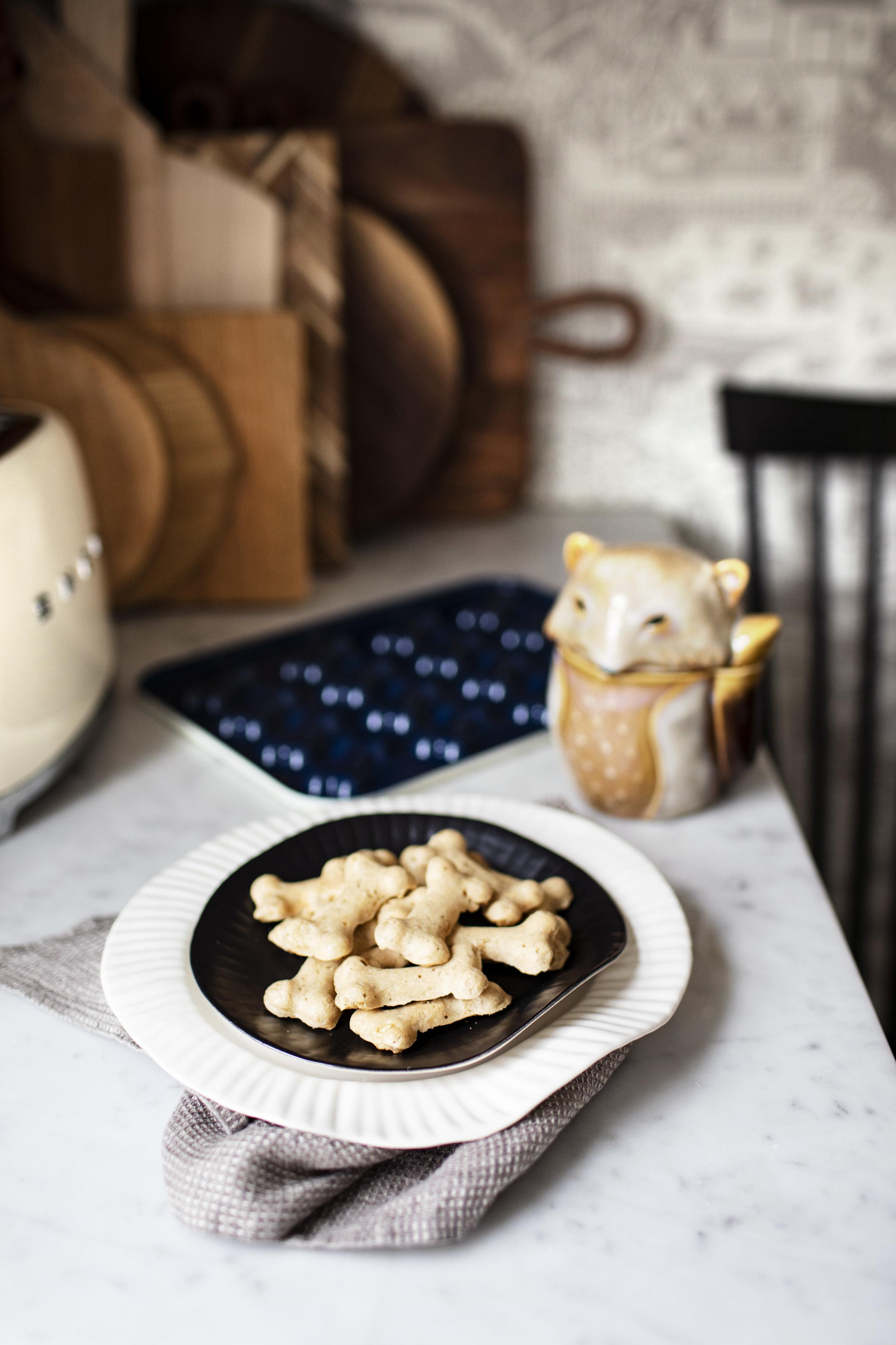 peanut butter banana dog treats v.jpg