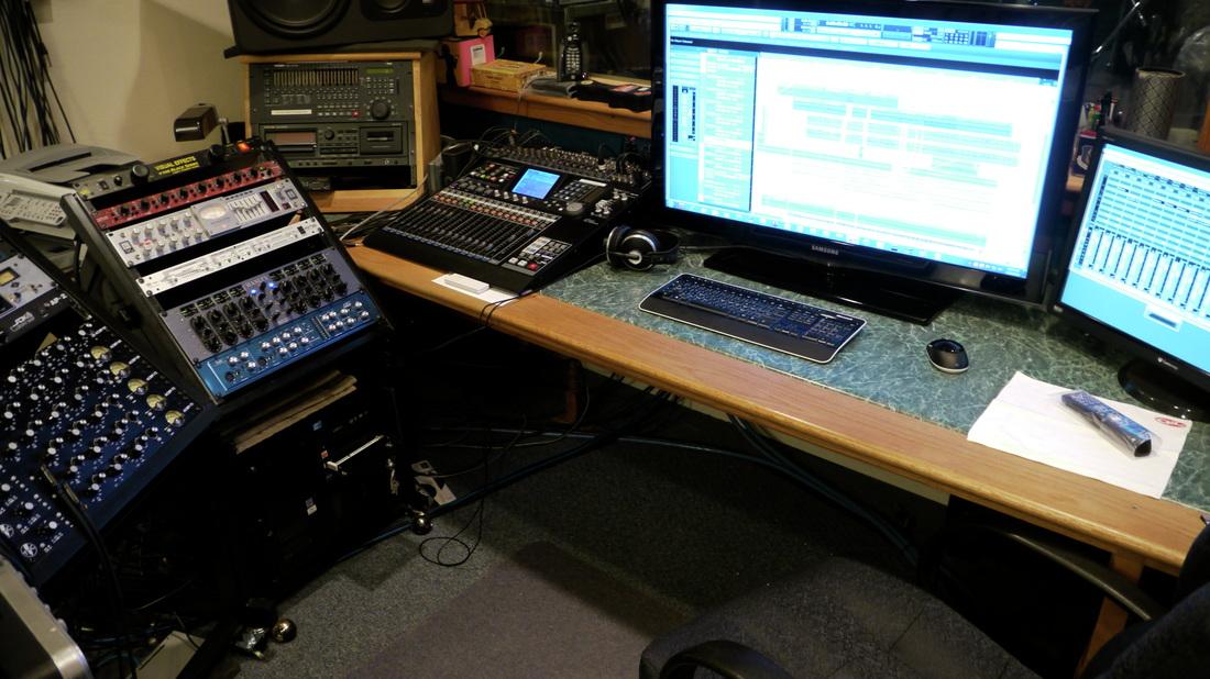 Studio Desk_lrg Mon.jpg