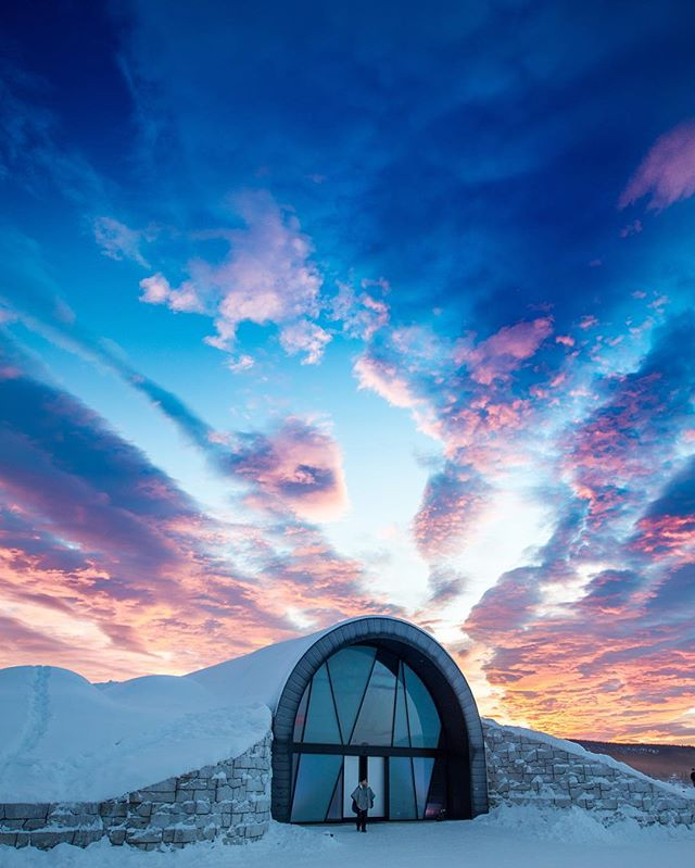 Today is the shortest day of the year and here in Icehotel we have only 2 hours of light without direct sun. But from now on the light will come back! So far we have pretty skies, hallelujah! #swedishlapland #lapland #icehotelsweden #visitsweden #seesweden #icehotel#sunrise#sunset @seesweden @visitsweden_us @visitsweden @lapland