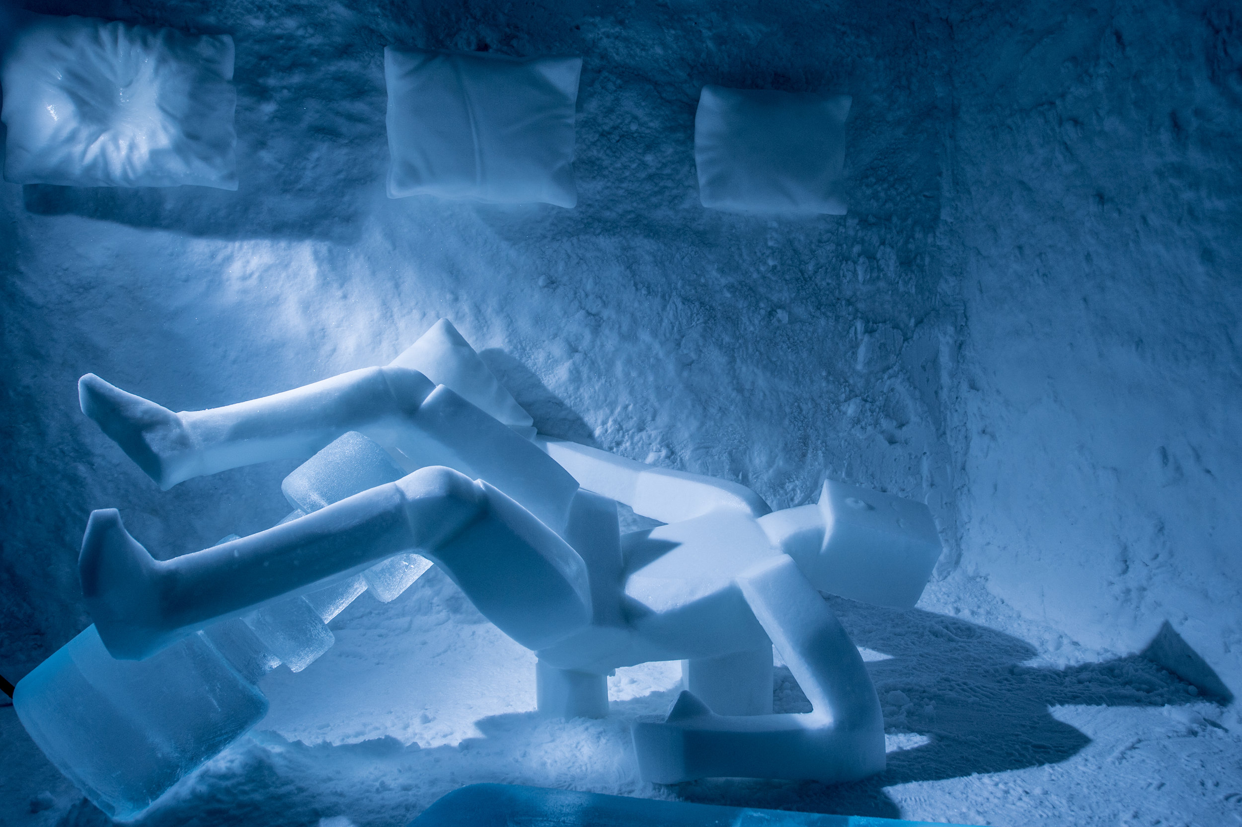 Edith Van de Wetering & Wilfred Stijger Pillow bar----ICEHOTEL 365 photo by - Asaf Kliger (3 of 4) (3 of 3).jpg