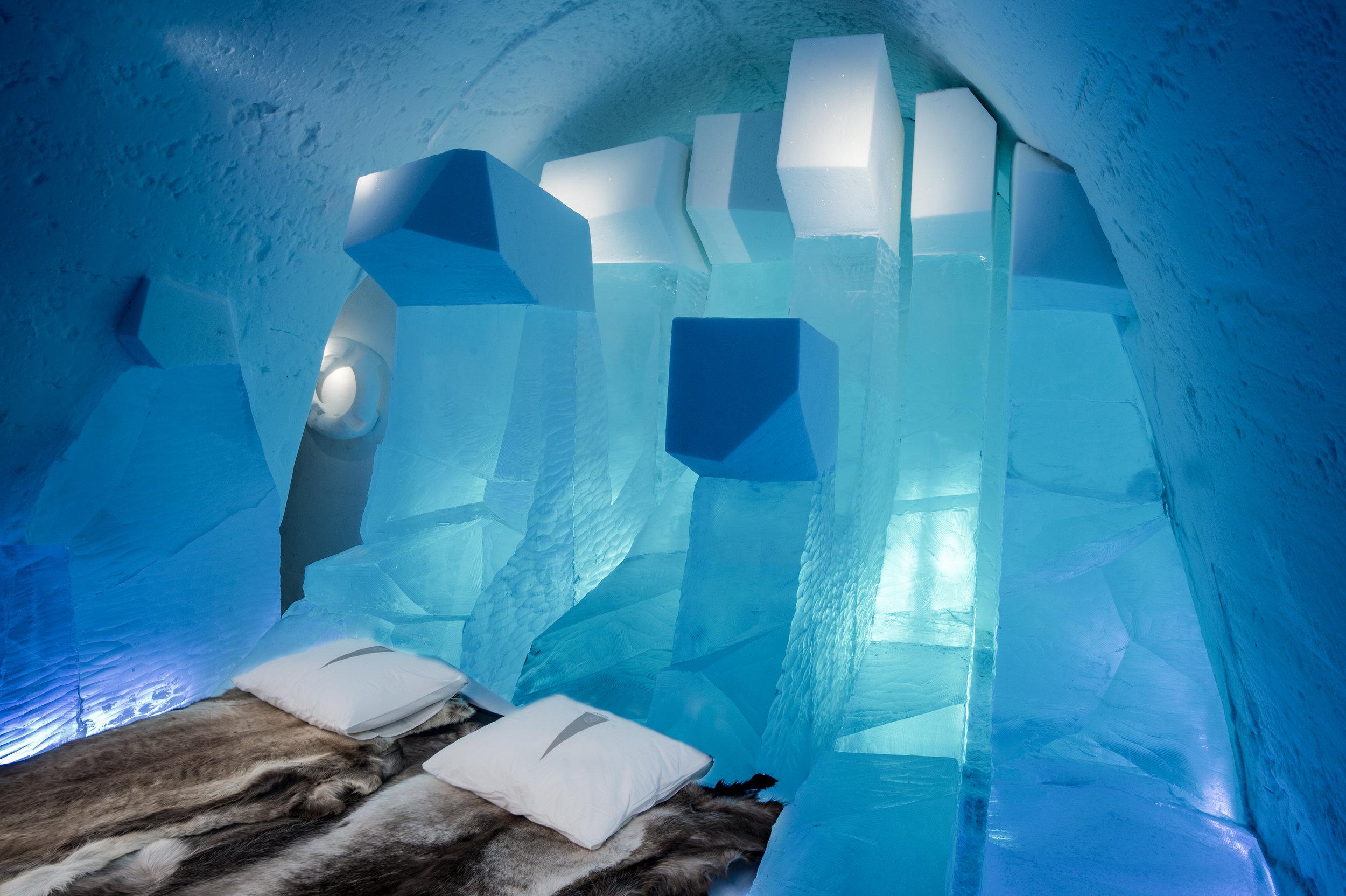 LAPLAND WAVES-Luca Roncoroni-- ICEHOTEL 27 photo by - Asaf Kliger  (2 of 2).jpg