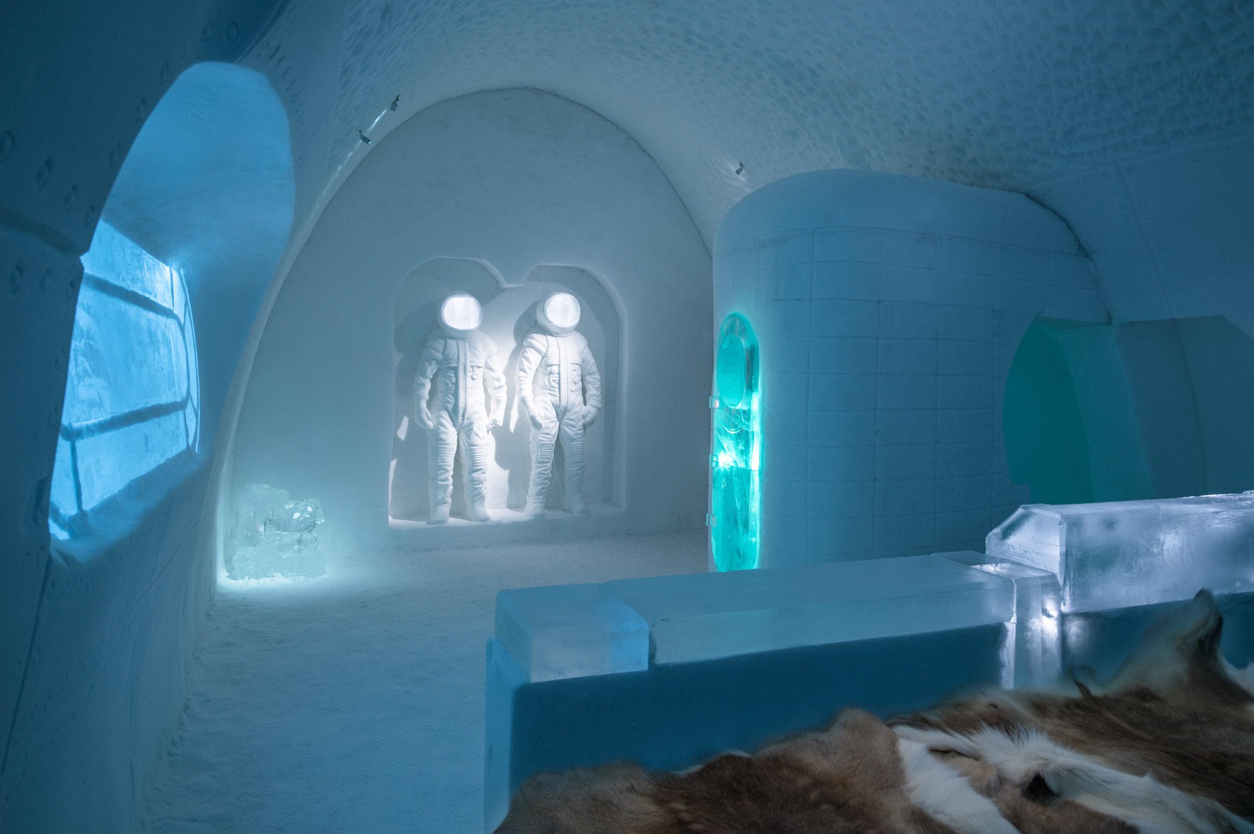 Art suite - Space Room, Adrian BoisPablo Lopez. ICEHOTEL 28  Photo by - Asaf Kliger.jpg