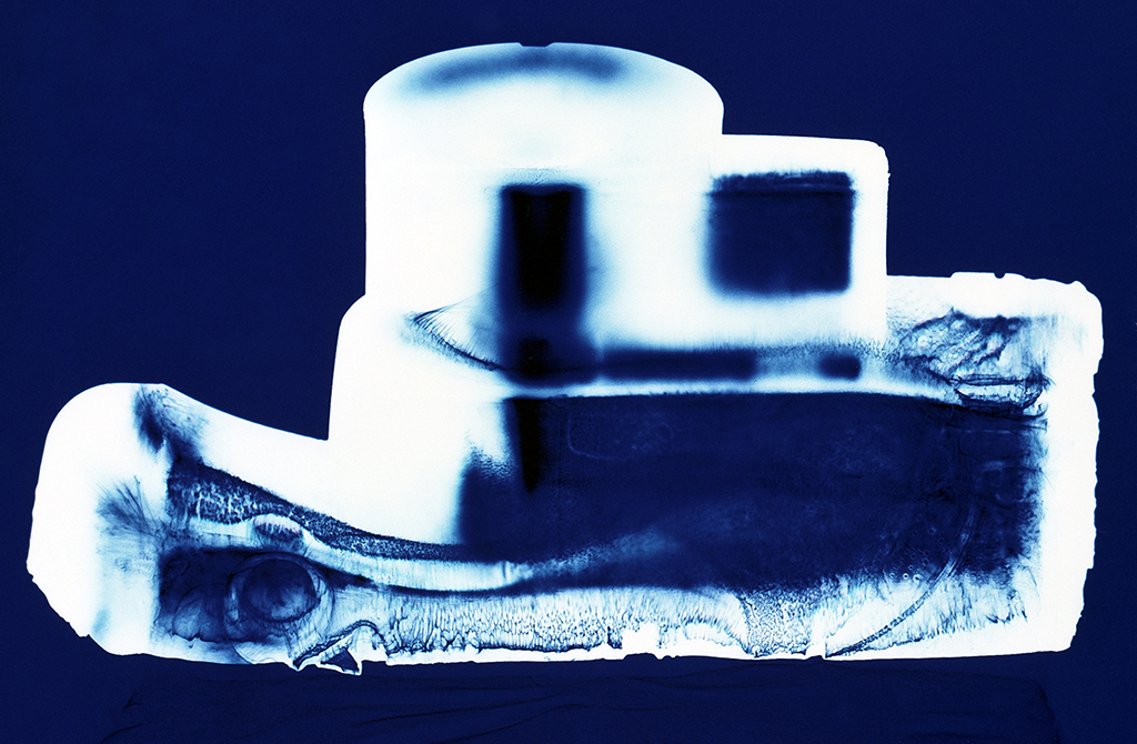 Instamatic (blue), Penelope Davis,2003, type c print, 76x102cm