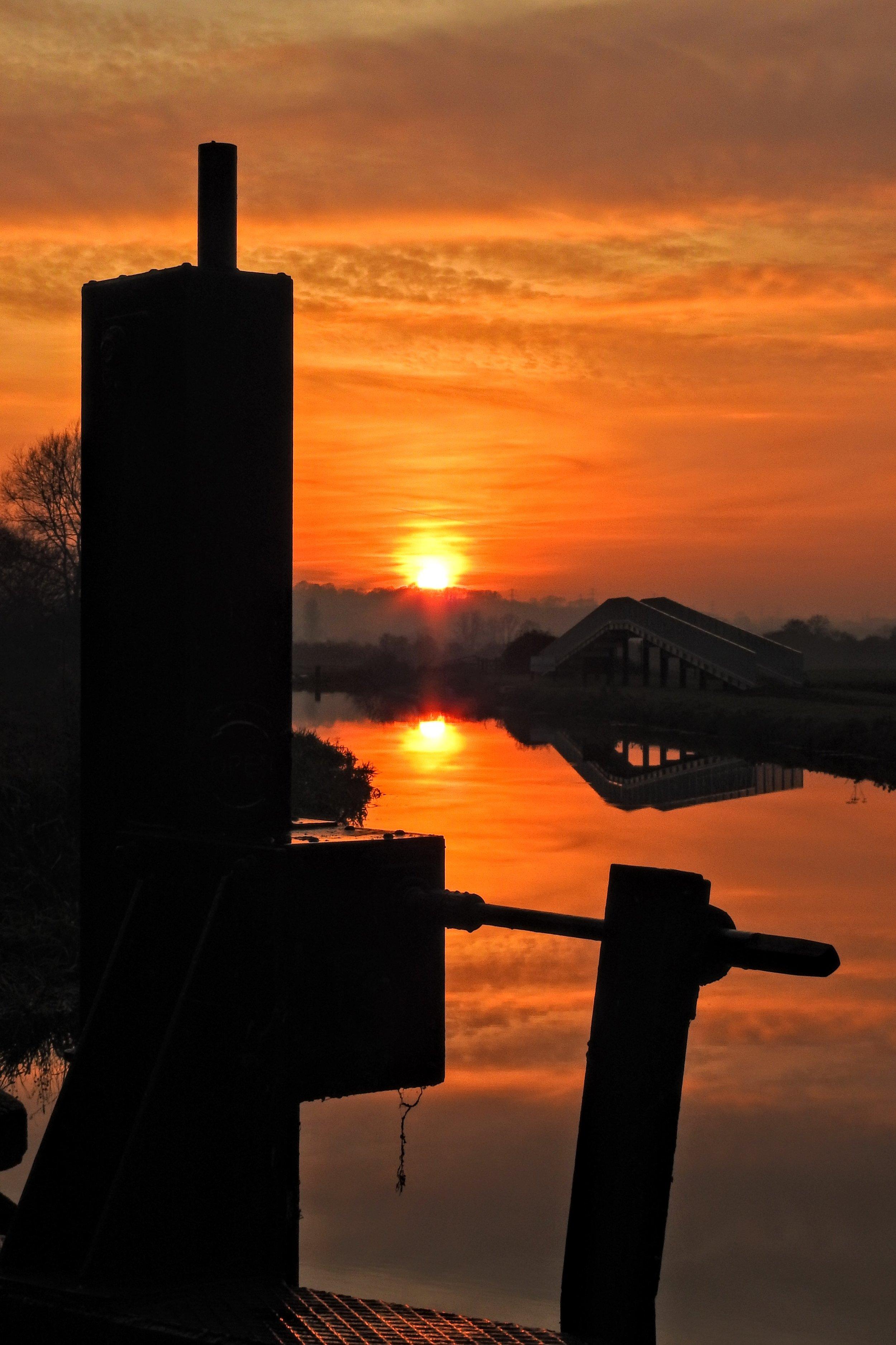 sunset_white_mills_marina_river_nene_narrowboats_nene_way
