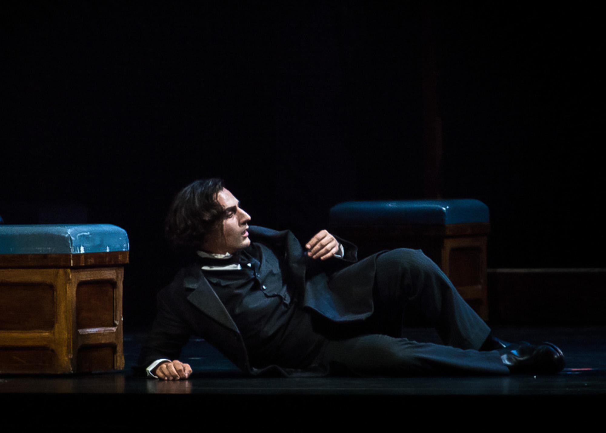 Leonardo Capalbo as Hoffmann