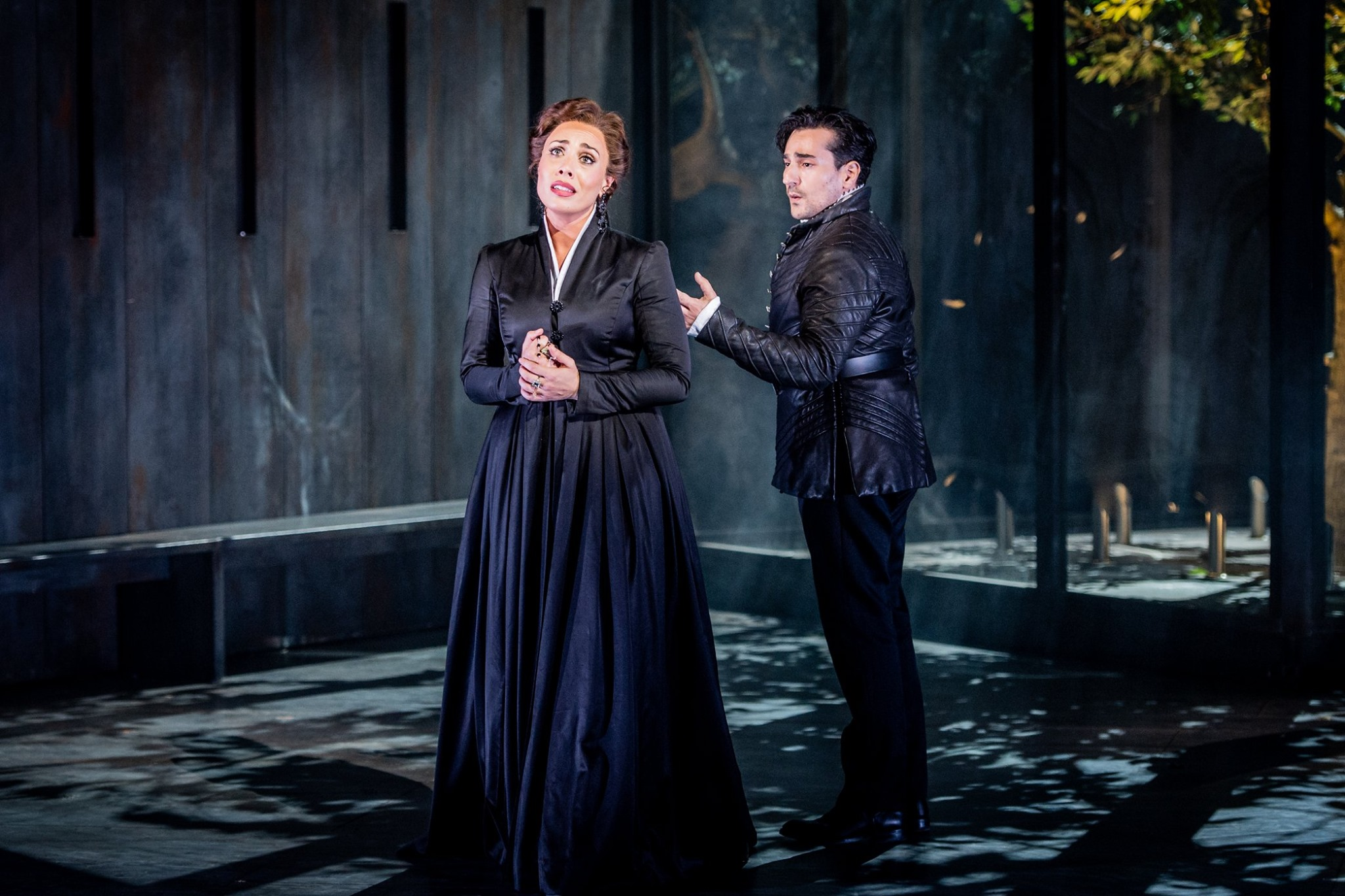 Leonardo Capalbo as Don Carlo and Marina Costa-Jackson as Elizabetta. Photo by Robert Workman.