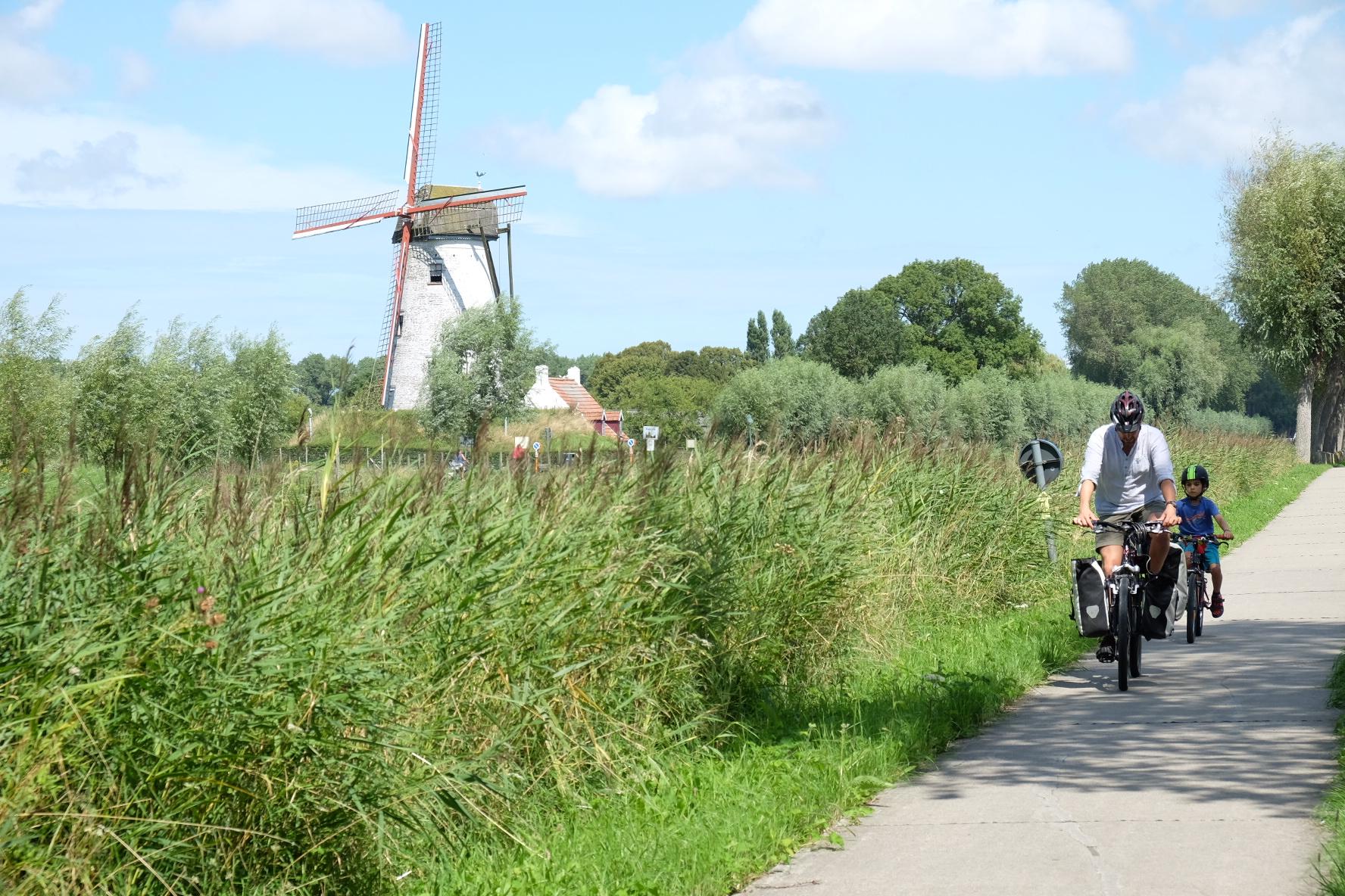 A la frontière entre la Belgique et les Pays-Bas.