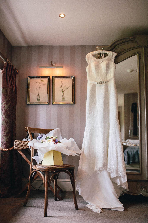 Shireburn Arms Wedding Photography-5.jpg