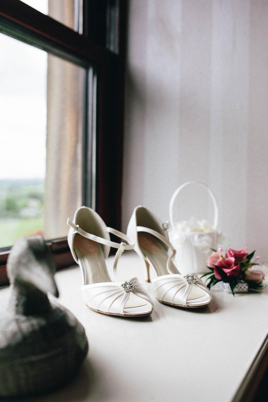 Shireburn Arms Wedding Photography-7.jpg
