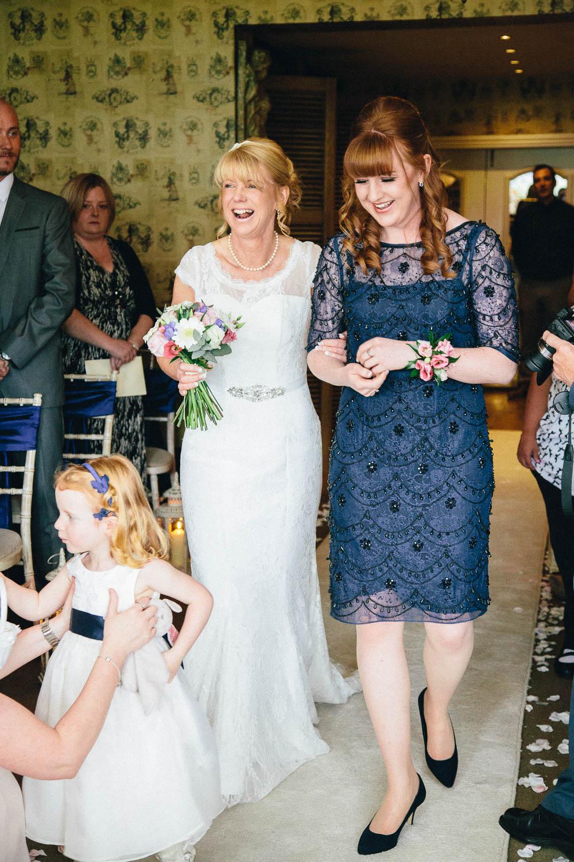 Shireburn Arms Wedding Photography-19.jpg