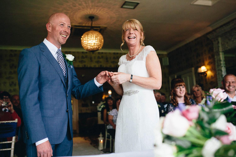 Shireburn Arms Wedding Photography-21.jpg