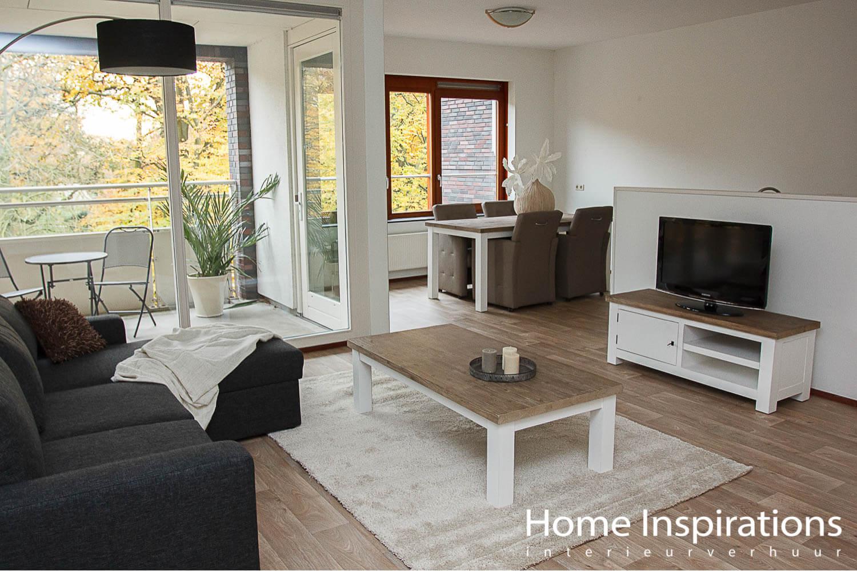Zithoek woonkamer modern ingericht appartement