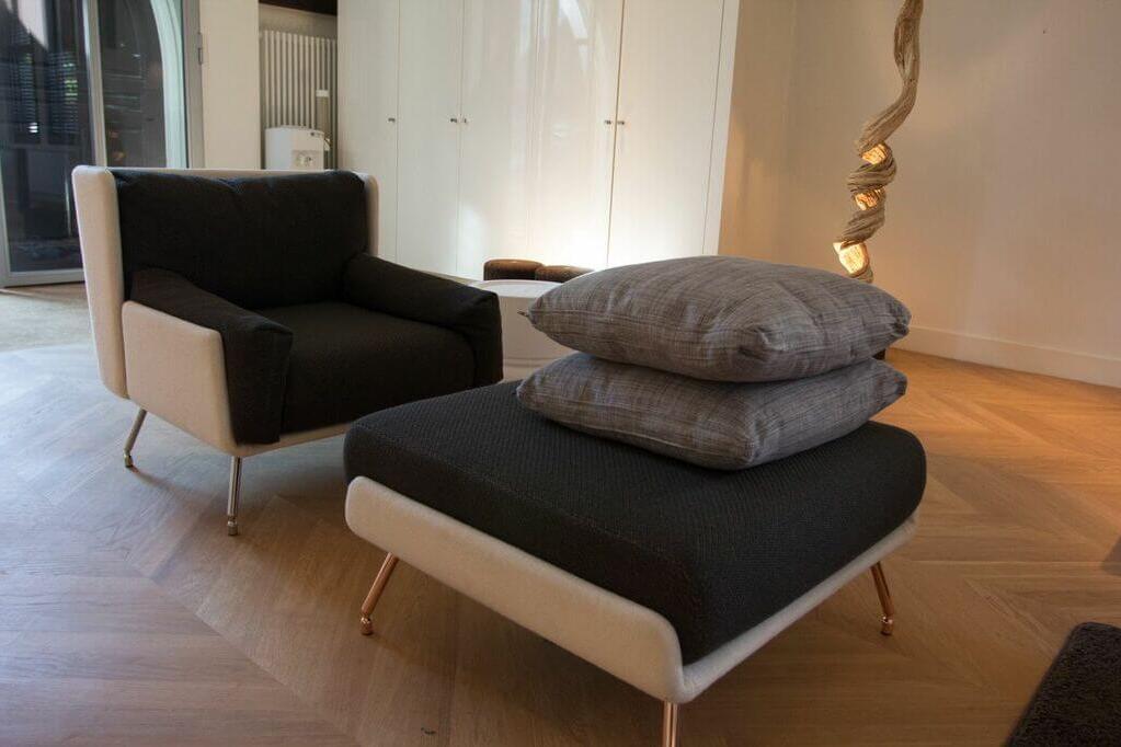 design fauteuil met hocker.jpg
