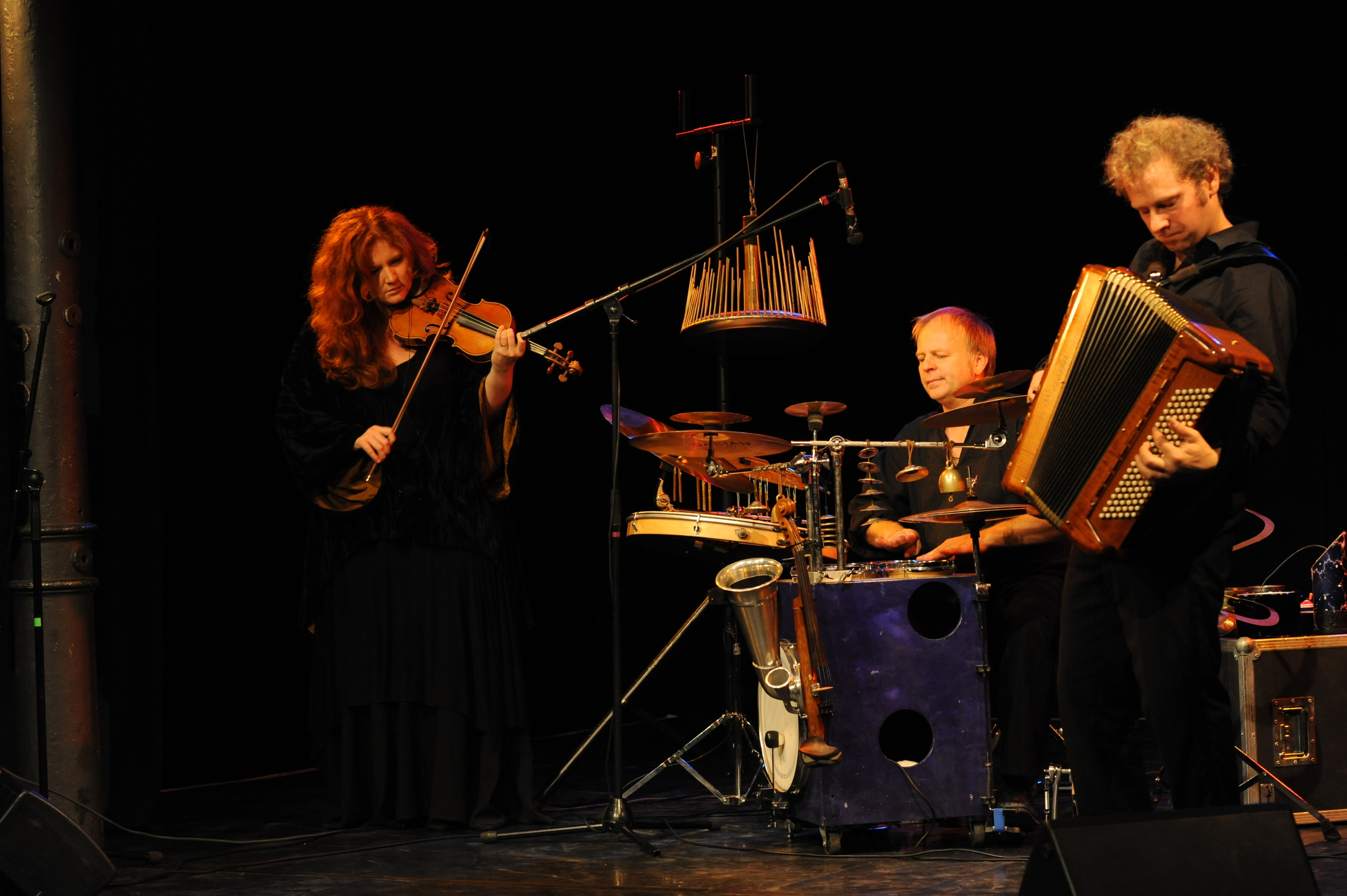 """""""Into the deep"""": Martina Eisenreich, Andreas Hinterseher & Wolfgang Lohmeier (live). Photography by Yakup Zeyrek."""