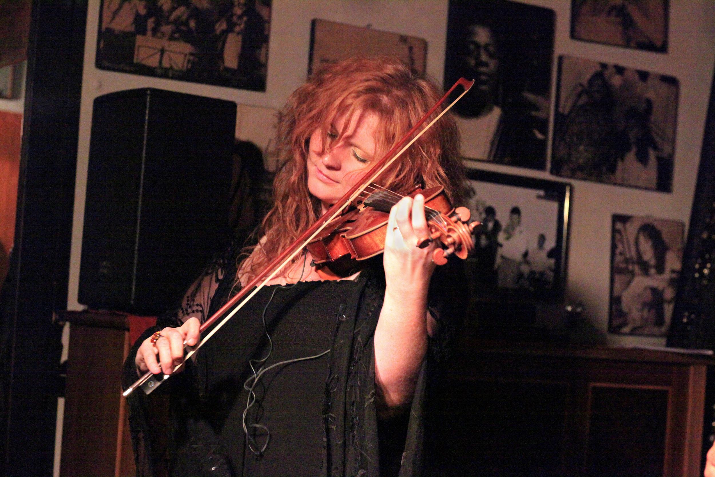Martina Eisenreich, violin (live). Photo: Le Pirate