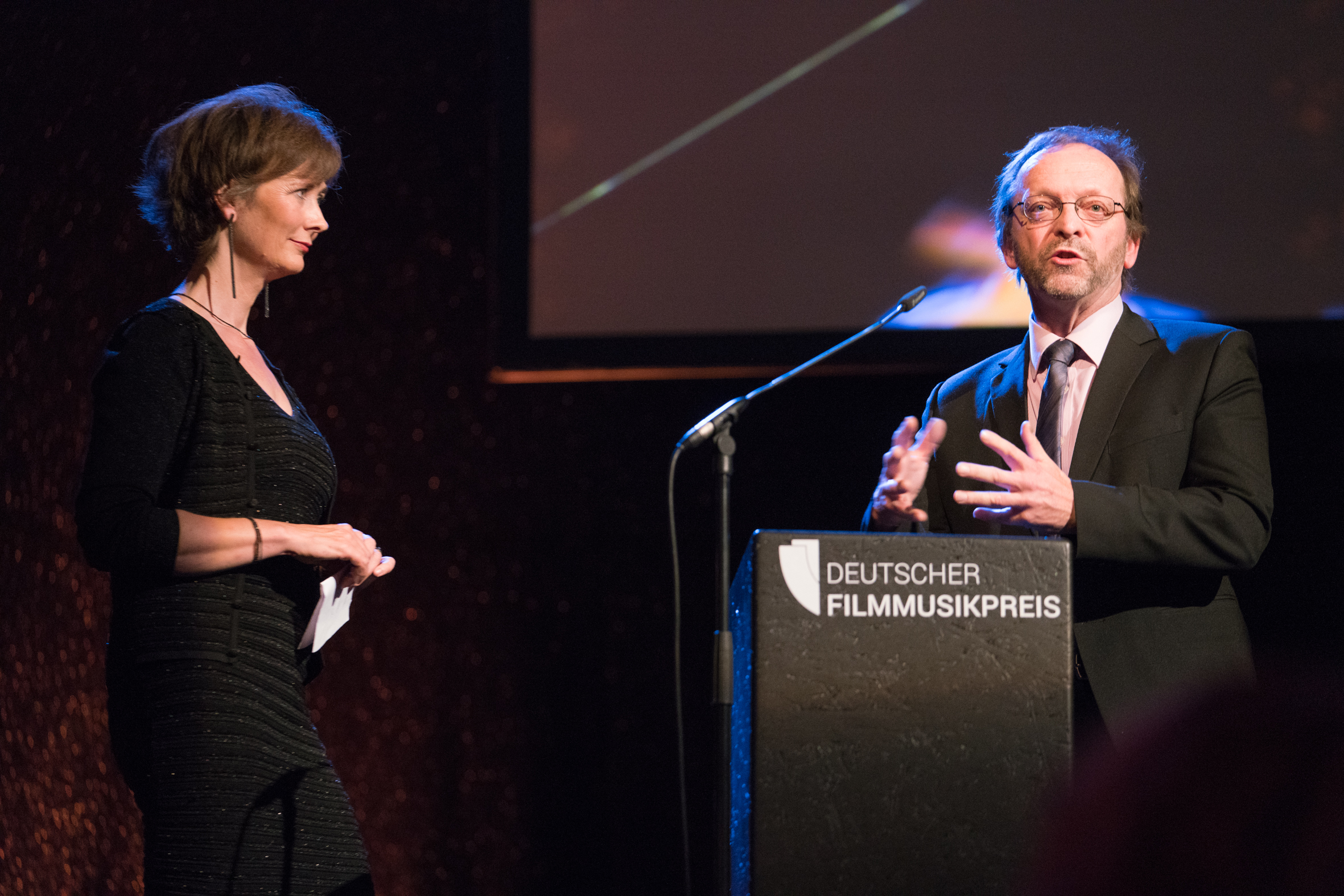 Christine Aufderhaar und Prof. Dr. Georg Maas – Laudatorin und Laudator BESTE MUSIK im FILM. Foto:  deutscherfilmmusikpreis.de , ©Joachim Blobel