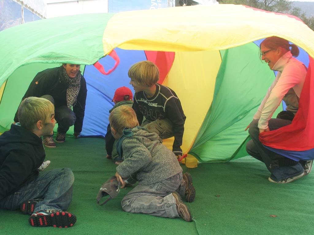 Kunde_BMW_Kinderbereuung_Event_Drau�en_Sommer_Kinder_Spa�_Spiele
