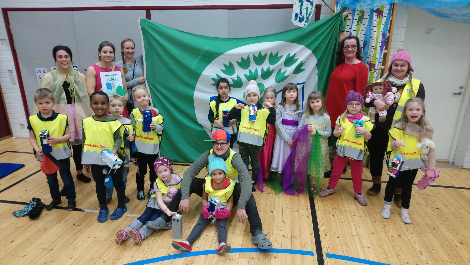 Picture:    Kindergraten Neulanen celebrating their 20 years of holding the Green Flag in Spring 2019.  Photo: Aino Häyrynen