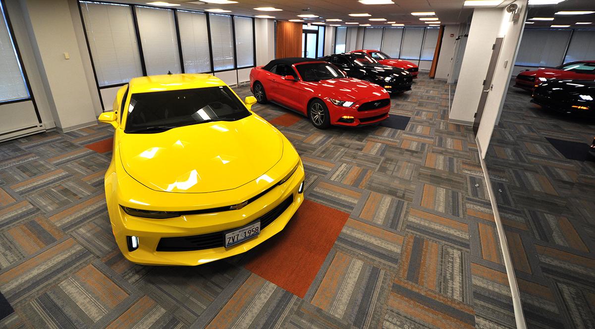 Auto Salon Showing 4 Cars