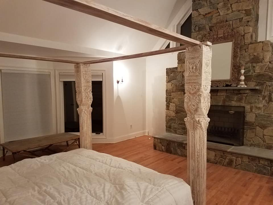 four poster bed.jpg
