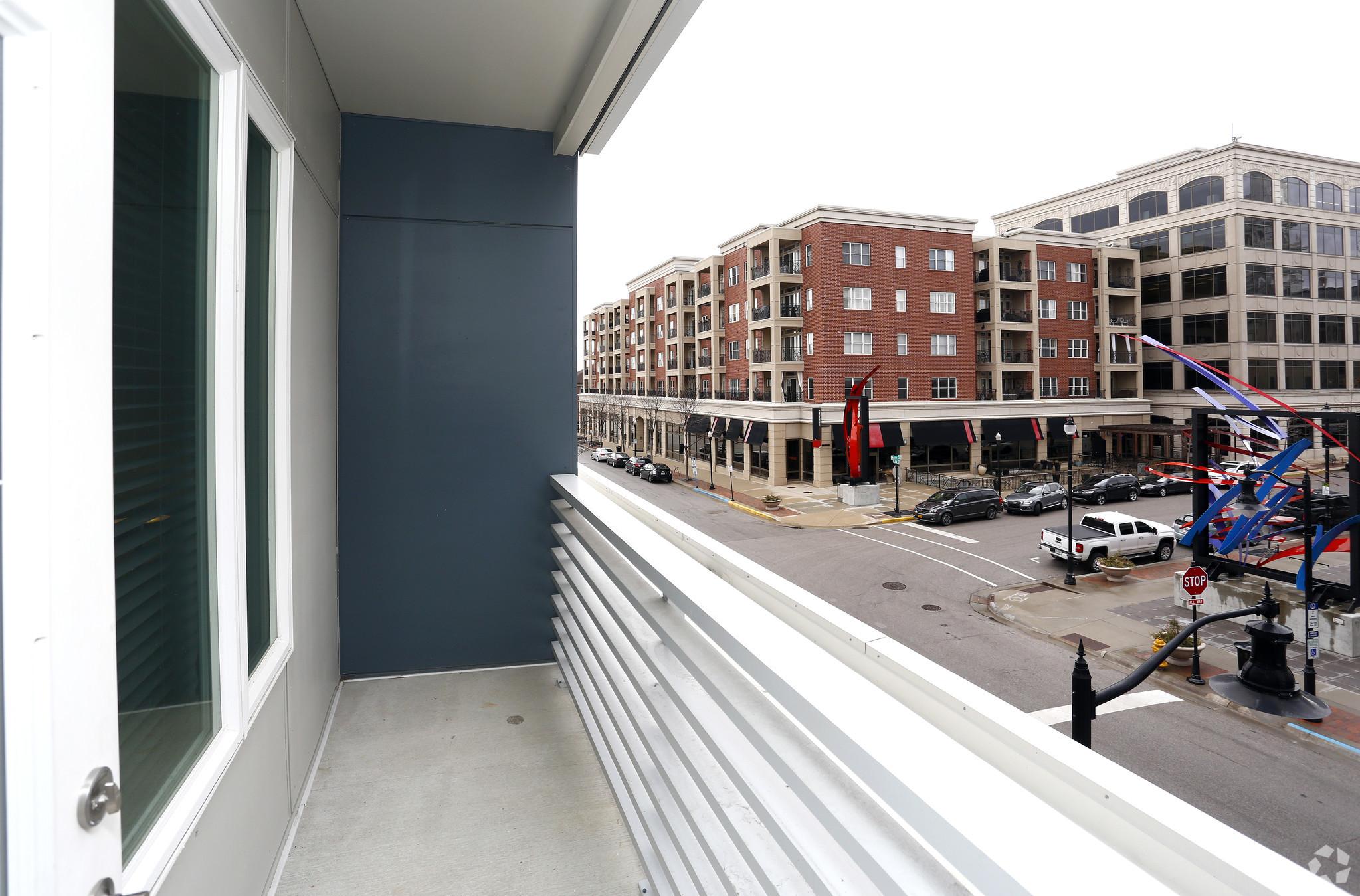 marq-lafayette-in-balcony1br-1ba---834-sf.jpg