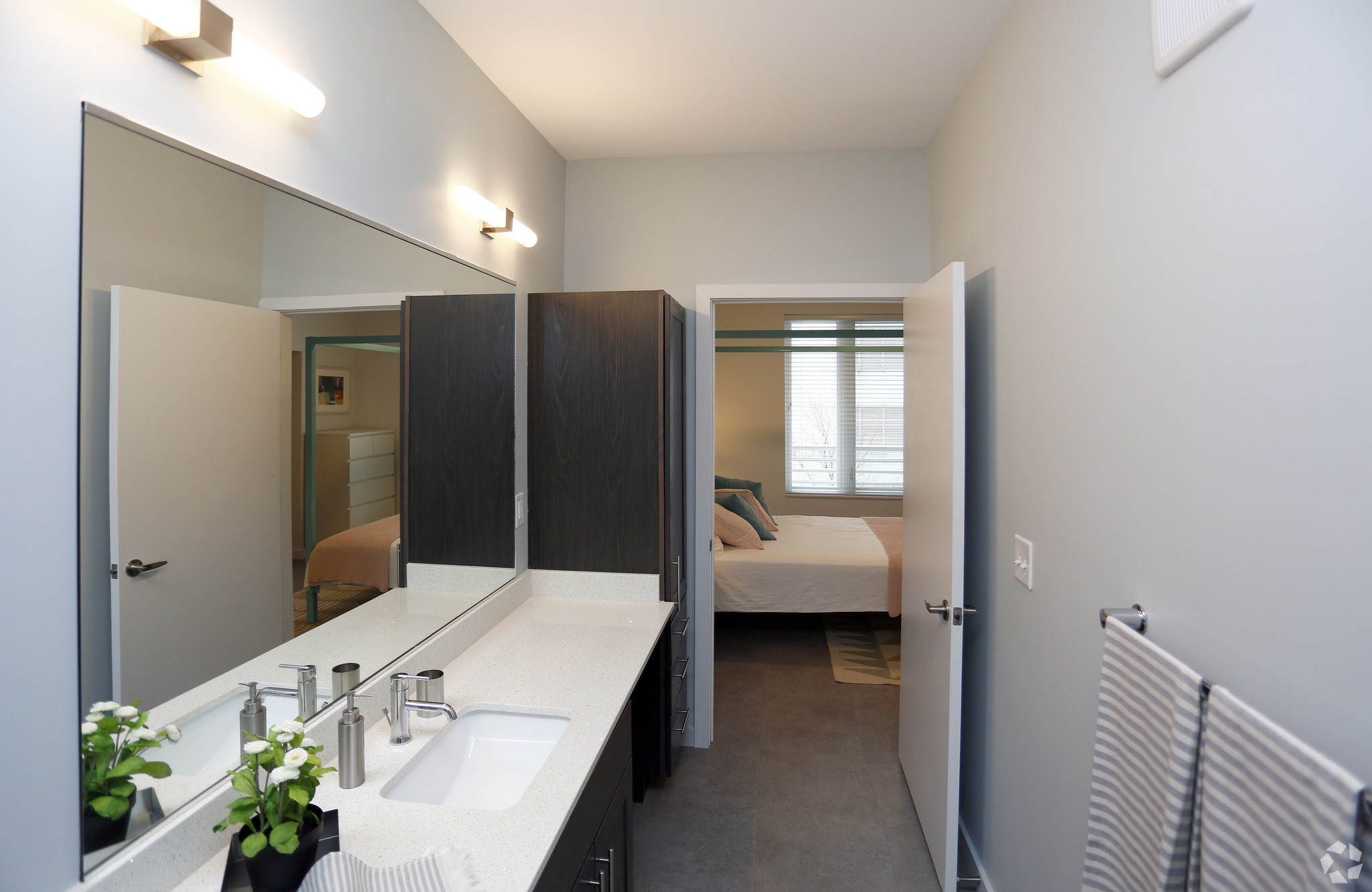marq-lafayette-in-bathroom1br-1ba---834-sf.jpg