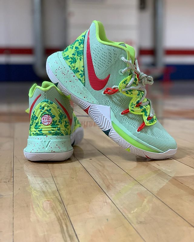 ‪Geared up for the new season. 🔥 EYBL x Kyrie 5 #2019EYBL | #OwnTheGame ‬