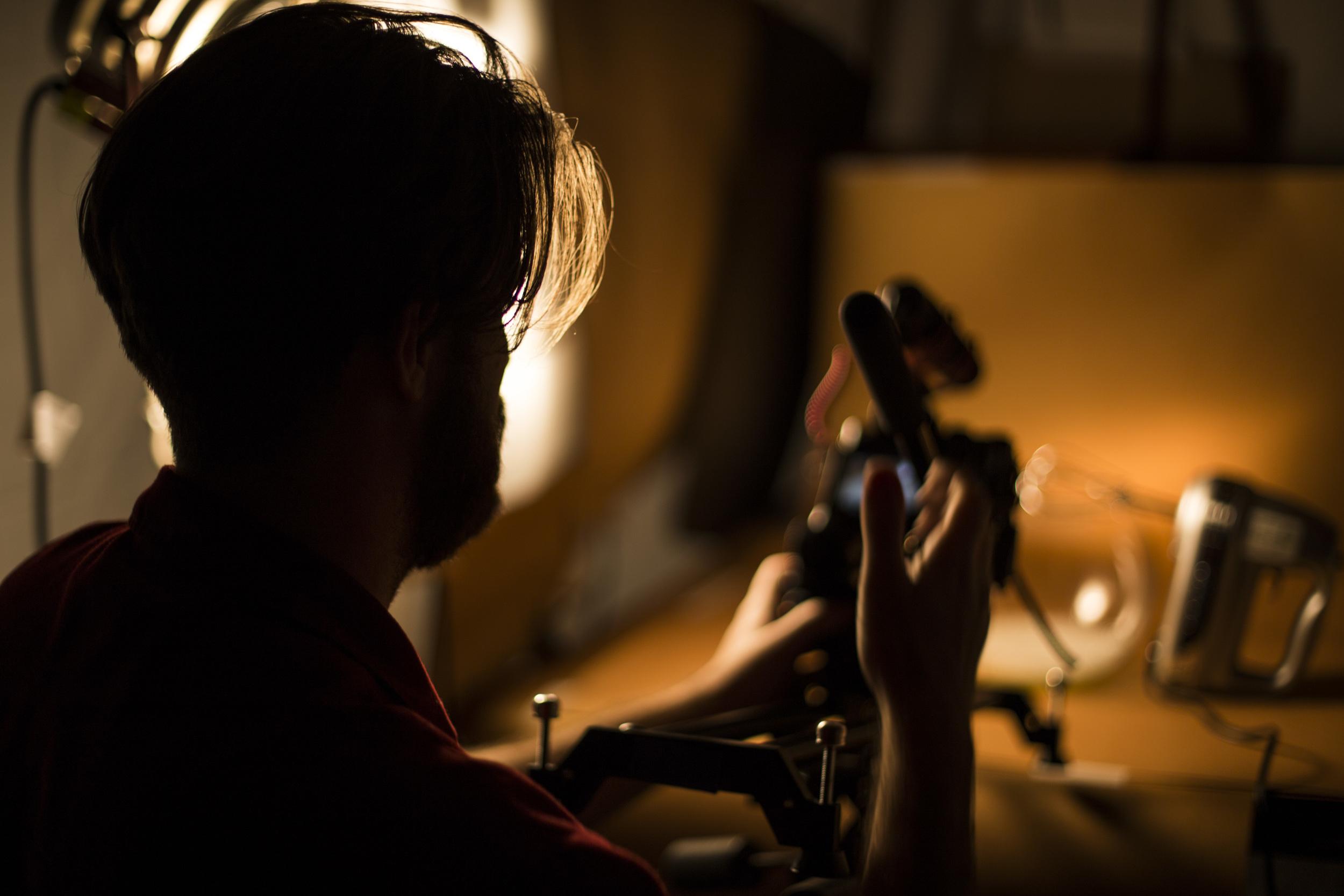 Nosso diretor de fotografia, Johann Stollmeier, no set da série Céu da Boca. Foto: Bruna Michelin.