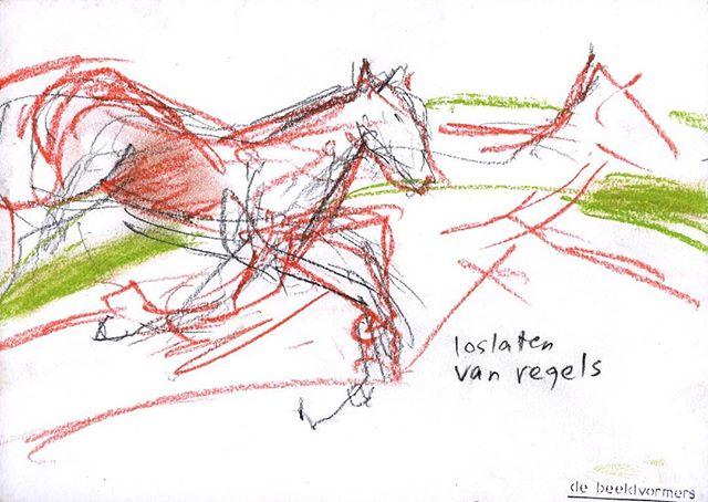 'Loslaten van regels' #debeeldvormers tekenen tijdens een sessie #paardencoaching door #annemiekehijink van #hijink&zo in het prachtige buitengebied #paardenheerlijkheid #marienwaerdt #watlaathetpaardzien #echteuitwisseling #paardenmensen #kracht #loslaten #indebak