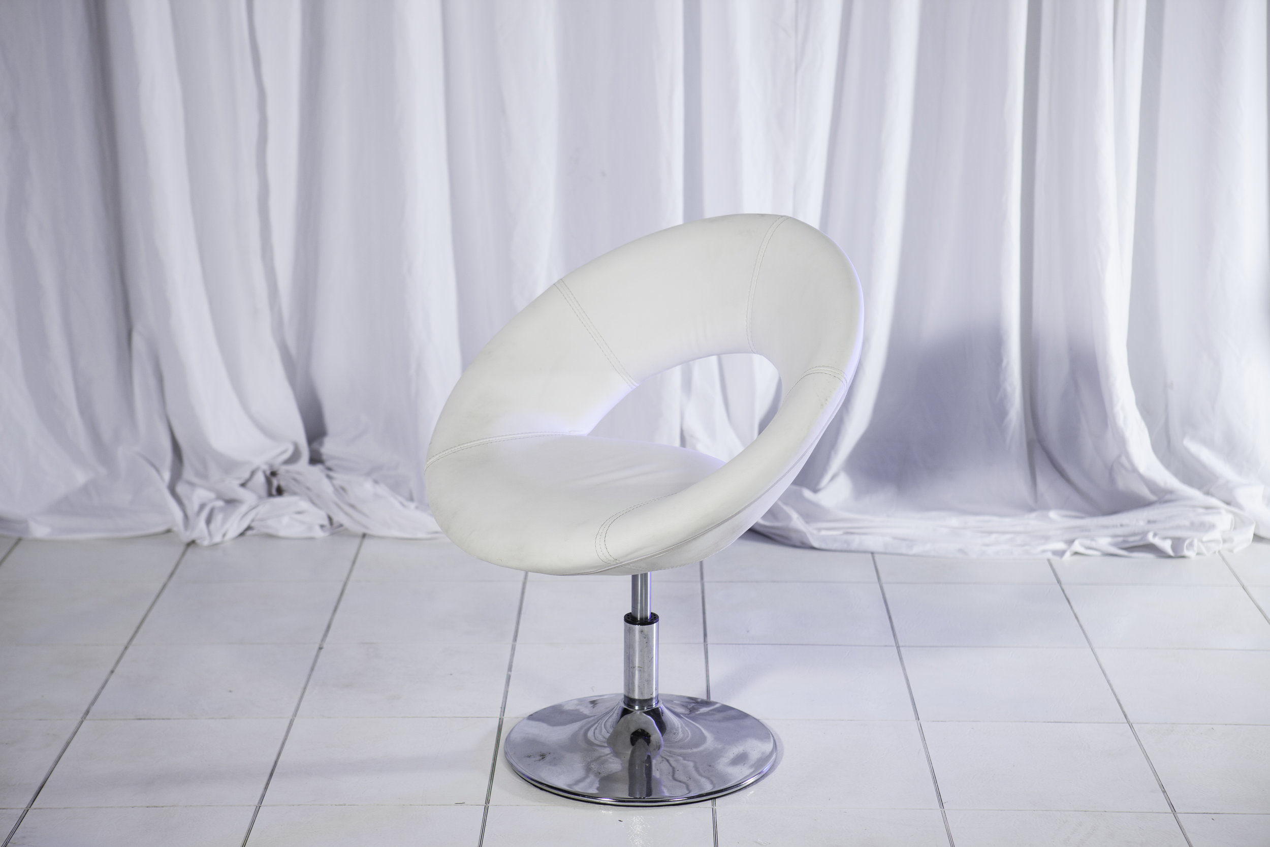 Lounge Chair- White Leather Hollywood_2.jpg