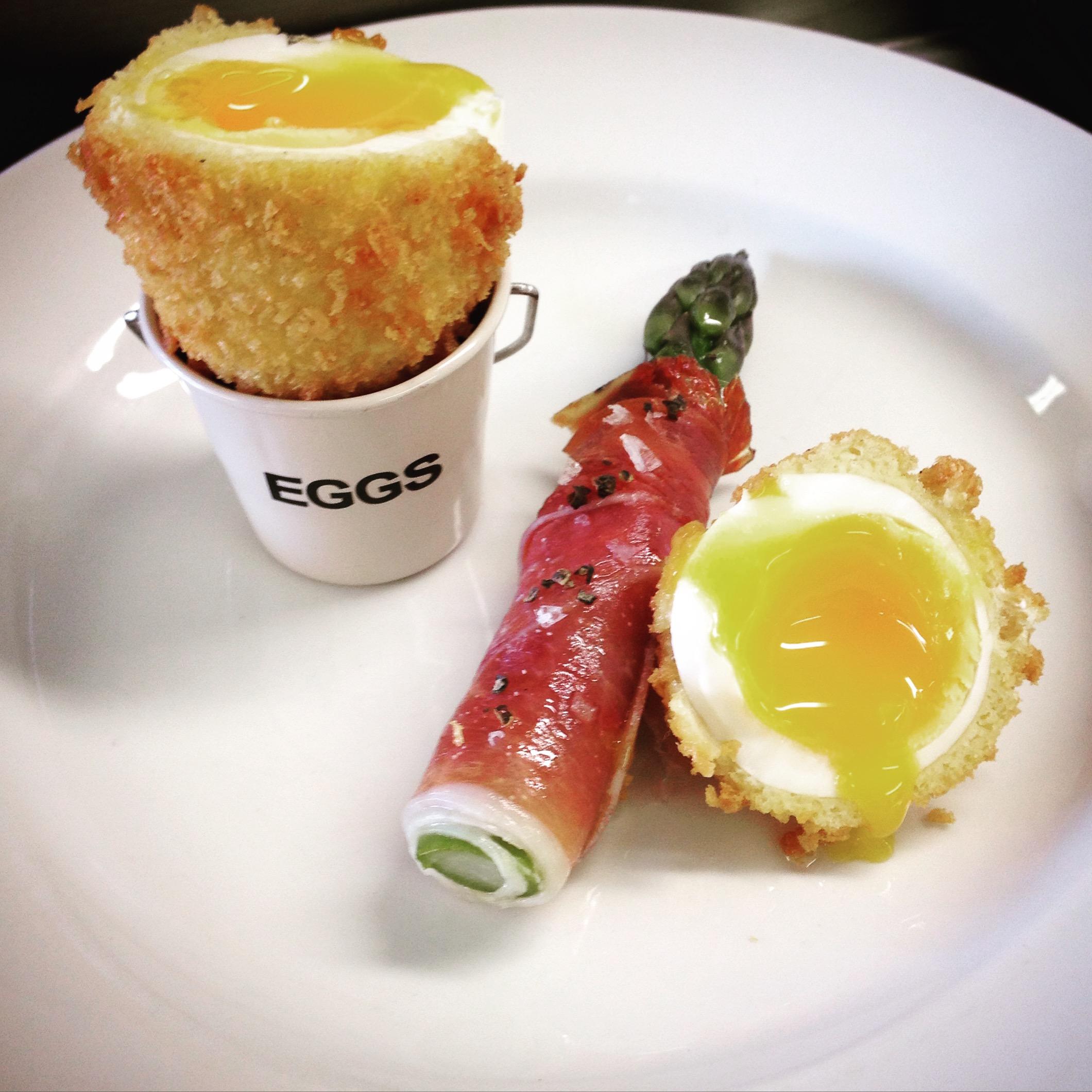 Crispy poached egg, parma ham wrapped asparagus