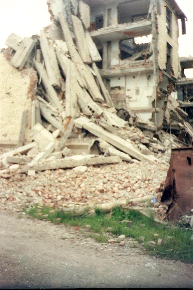 Destruição da casa de Polina em Grozny. Foto: Wikicommons.