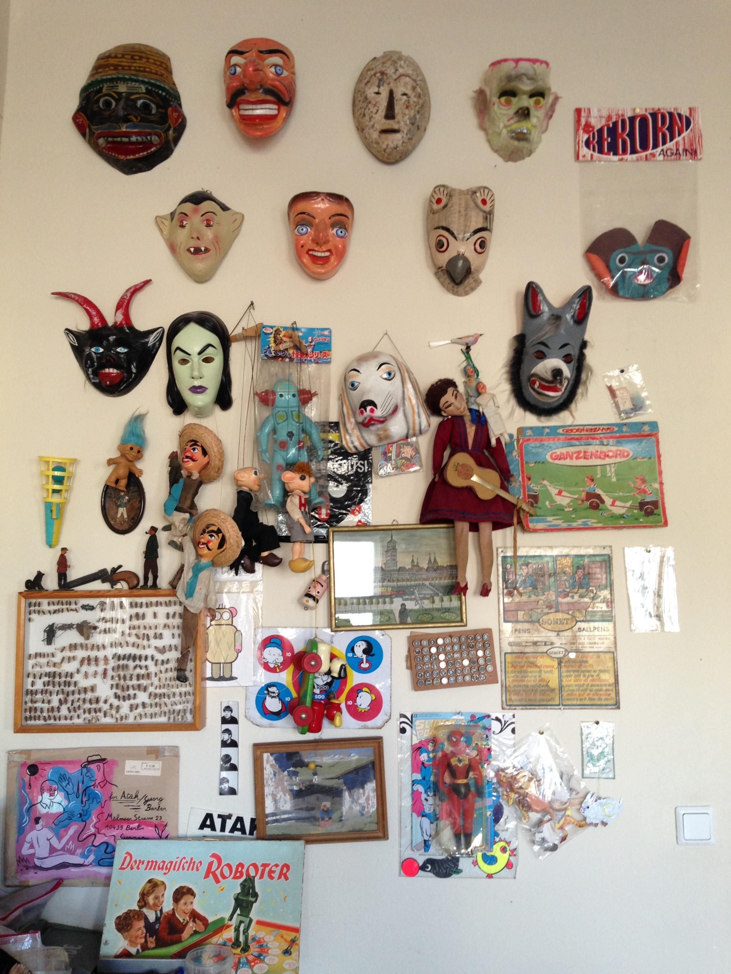 As paredes simbolizam a forma de ATAK enxergar a arte e fazer uso dela