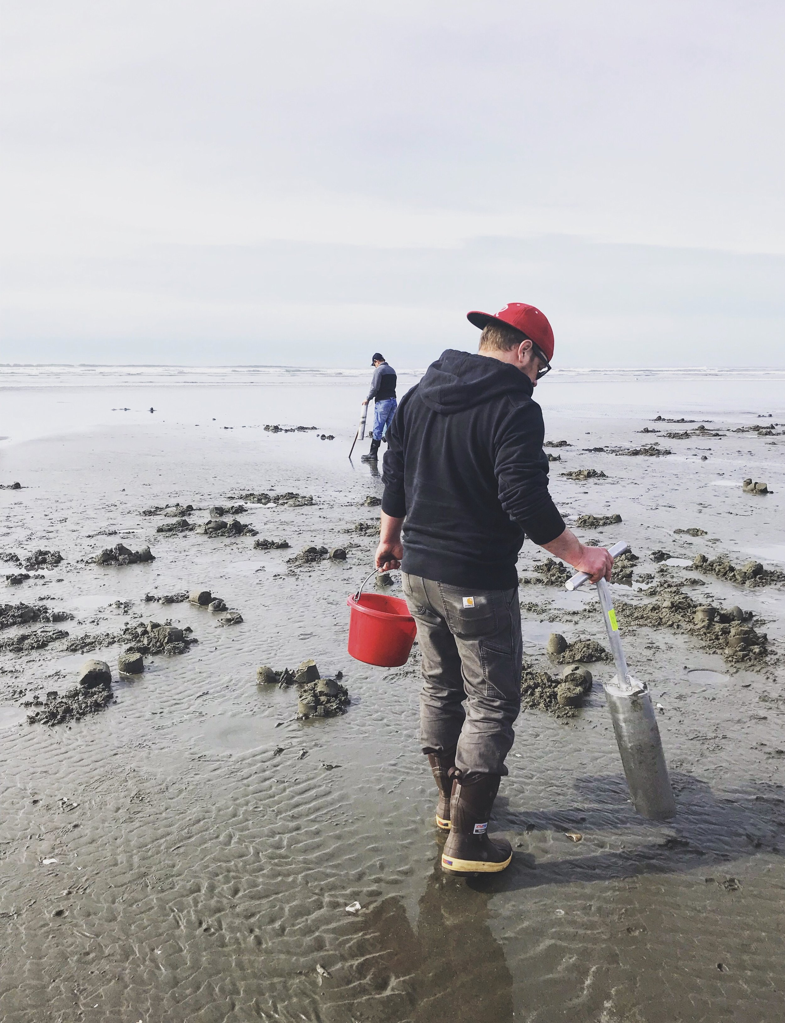 Zac razor clamming.jpg
