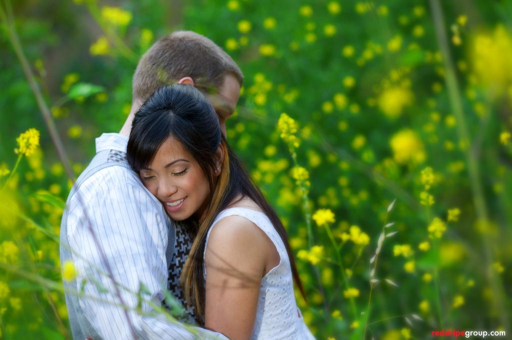 Couple-hugging-assian+girl-2462878457_0b6597d3ee_b.jpg