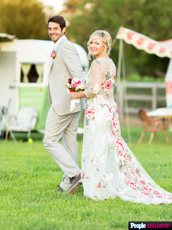 And of course - how could we not mention Jennie Garth's fabulous floral embroidered custom Claire Pettibone wedding dress with lace trim. Beautiful!