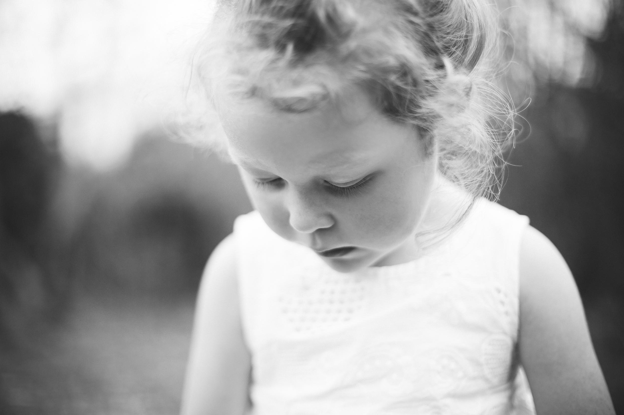 black_and_white_child_portrait