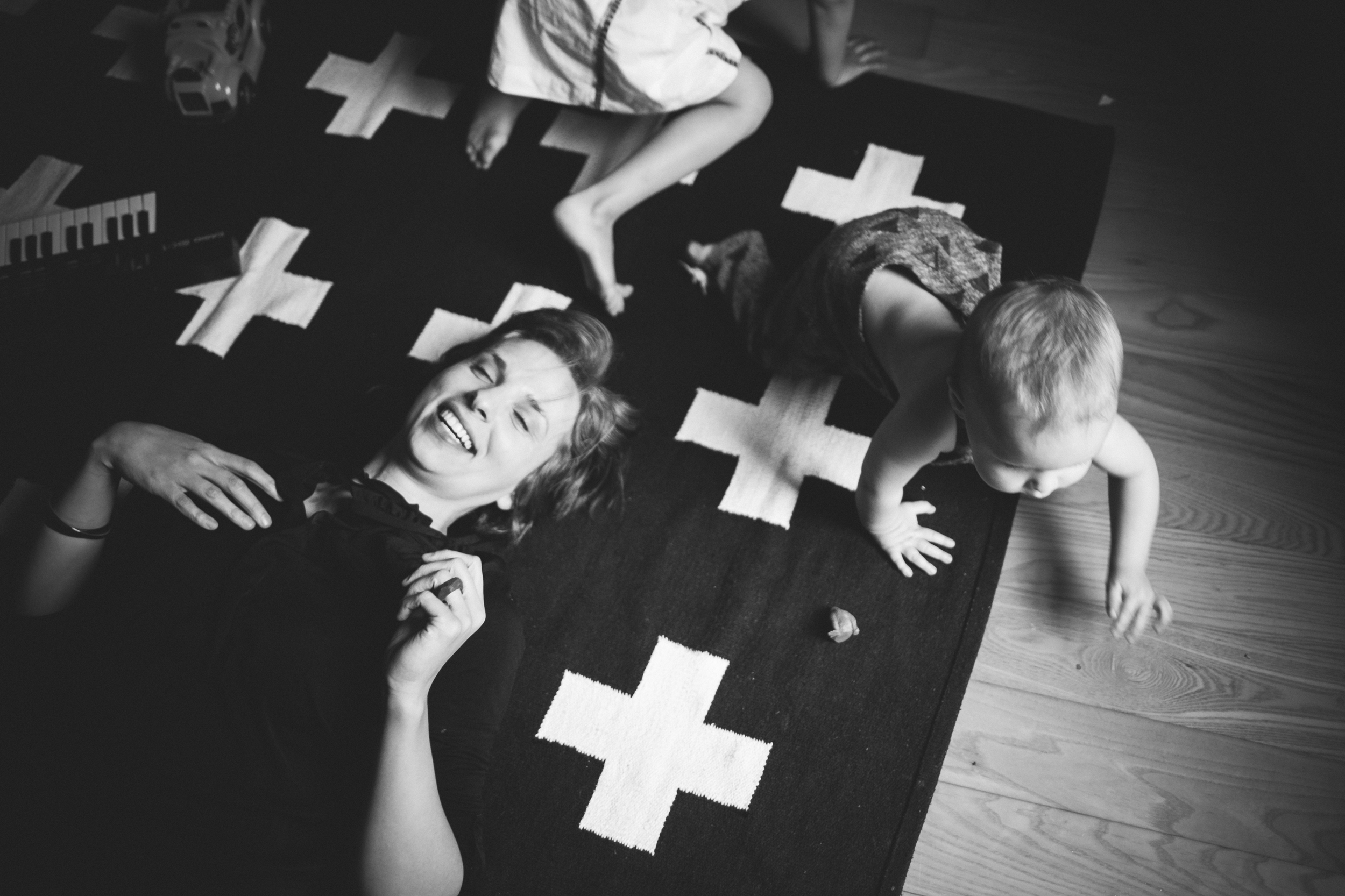 motherhood_black_white