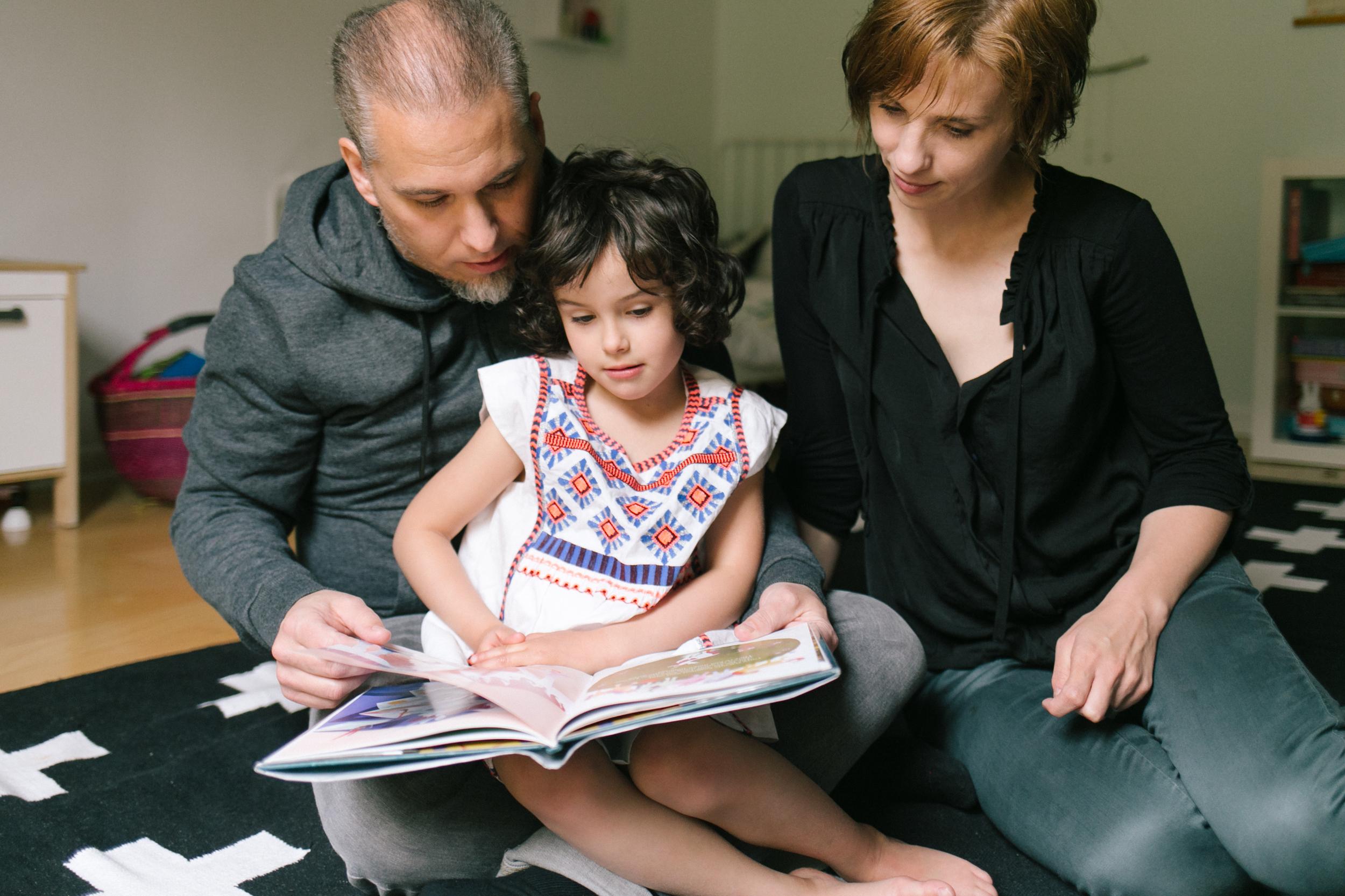 family_reading_lifestyle