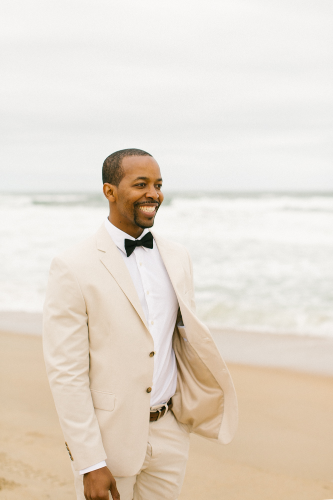 obx_beach_wedding_groom