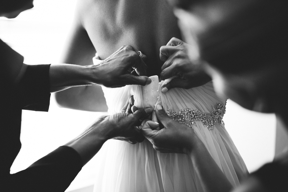 wedding_dress_candid