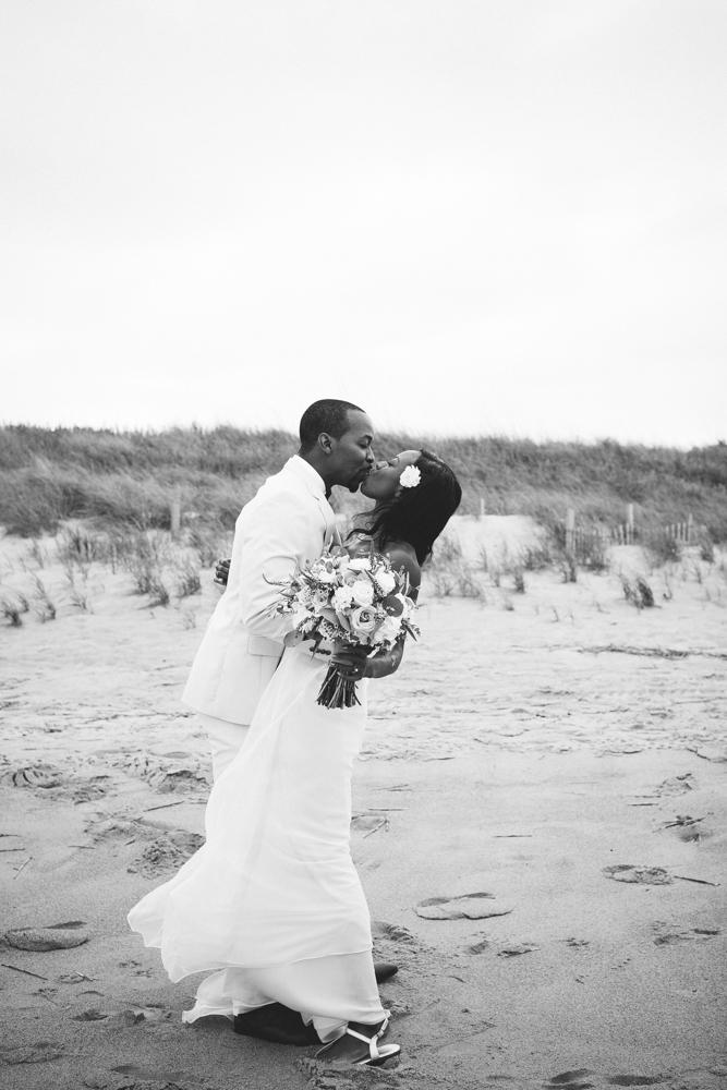 beach_wedding_kiss