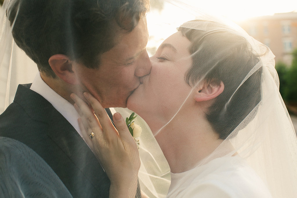 wedding_veil_kiss