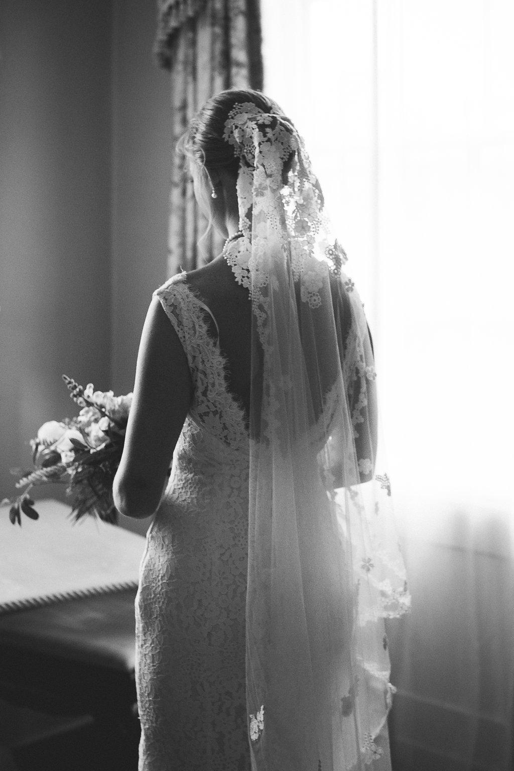 bridal_portrait_city_club