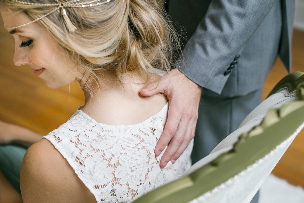 candid_bride_groom