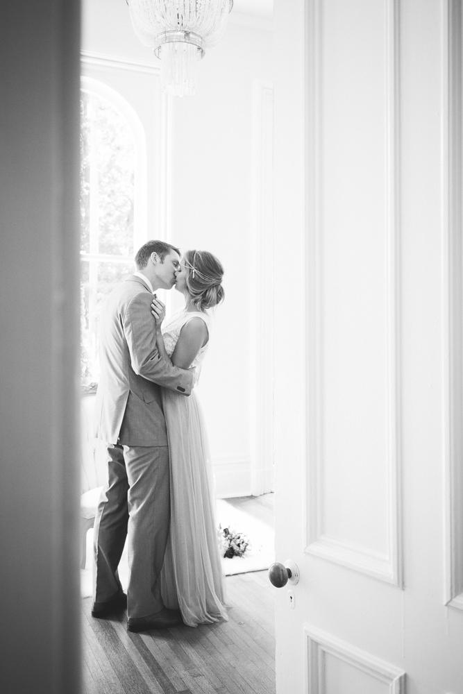 wedding_day_kiss